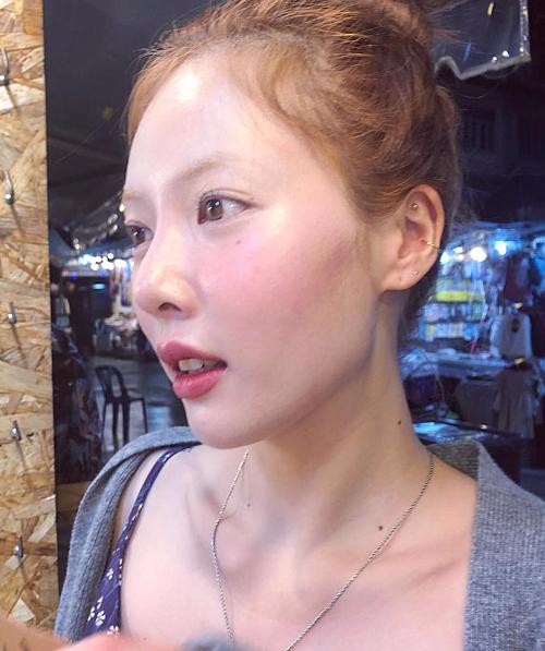 HyunA có làn da khá mỏng và cũng không tồn tại chút khuyết điểm nào.
