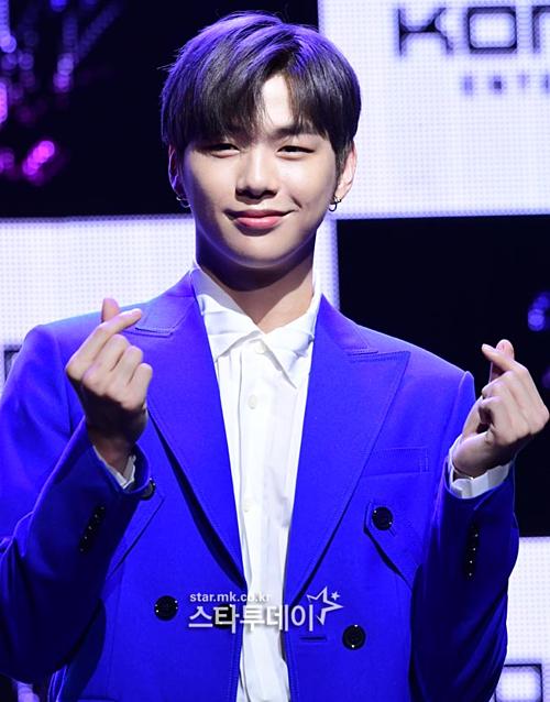 Cũng trong chiều nay, Kang Daniel đã tổ chức showcase ra mắt truyền thông.