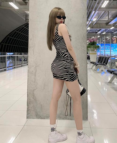 Váy thun là kiểu đồ rất dễ làm lộ nhược điểm, những nàng không có vòng ba đầy đặn hay vòng eo nhiều mỡ thừa thường phải tránh xa. Tuy nhiên đây lại là trang phục Thiều Bảo Trâm ưu ái số một ngày hè.