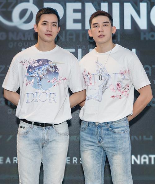 Cặp mẫu nam Võ Cảnh - Minh Trung gần đây luôn mặc theo style sinh đôi.