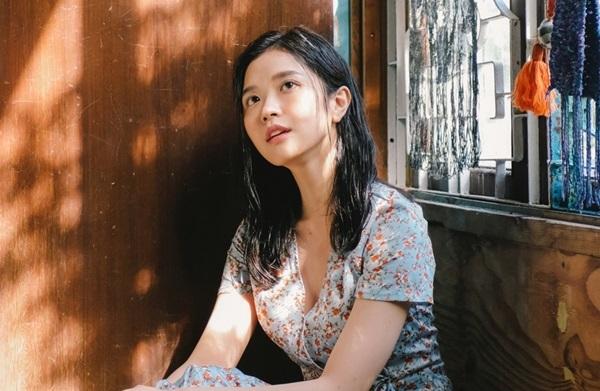 Hình ảnh nữ tính của Suni Hạ Linh trong MV.
