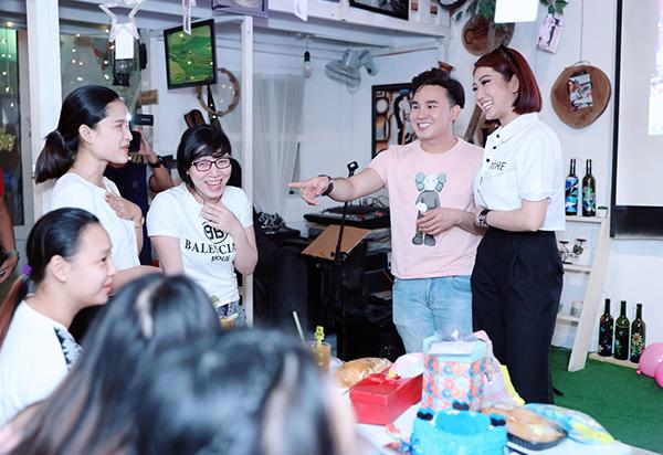 Cách đây ít ngày, diễn viên Thúy Ngân có buổi họp fan thân mật tại TP HCM.  Nhiều bạn trẻ ở Đà Lạt cũng cố gắng về Sài Gòn để tham dự khiến Thúy Ngân vô cùng bất ngờ.