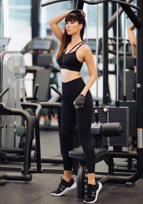 Hà Anh miệt mài giữ dáng trong phòng tập gym.