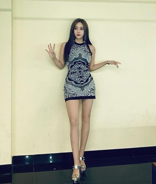 Hyo Min khoe dáng triệt để trong buổi diễn tại TP HCM tối qua.