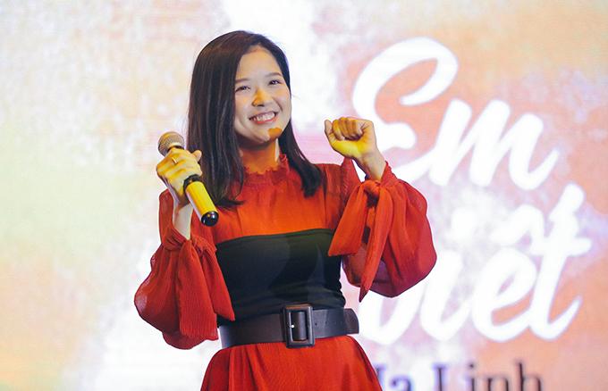 """<p> Đêm nhạc có sự góp mặt của nhiều ca sĩ tên tuổi. Suni Hạ Linh mang """"Em đã biết"""", """"Cảm nắng"""" hòa cùng fan.</p>"""