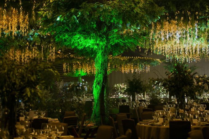<p> Toàn bộ tầng 3 của trung tâm tiệc cưới được bao trọn để chuẩn bị cho sự kiện này.</p>