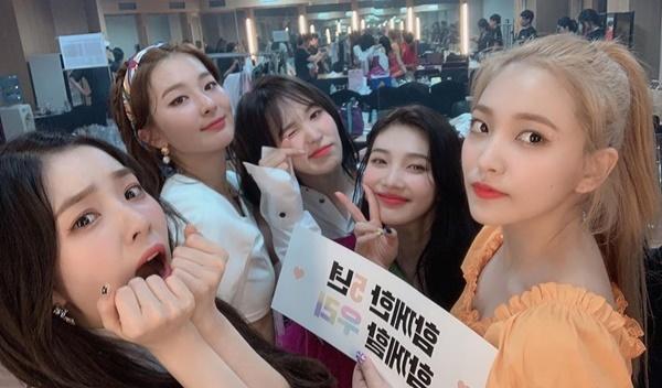 Red Velvet tổ chức fanmeeting kỷ niệm 5 năm debut.
