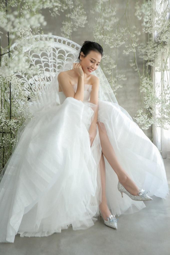 <p> Đàm Thu Trang tỏa sáng với bộ váy cưới yêu thích nhất.</p>