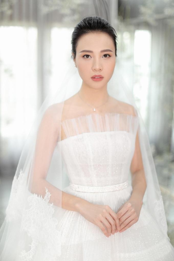 <p> Phần tùng váy cũng được chăm chút tạo nên sự bồng bềnh.</p>