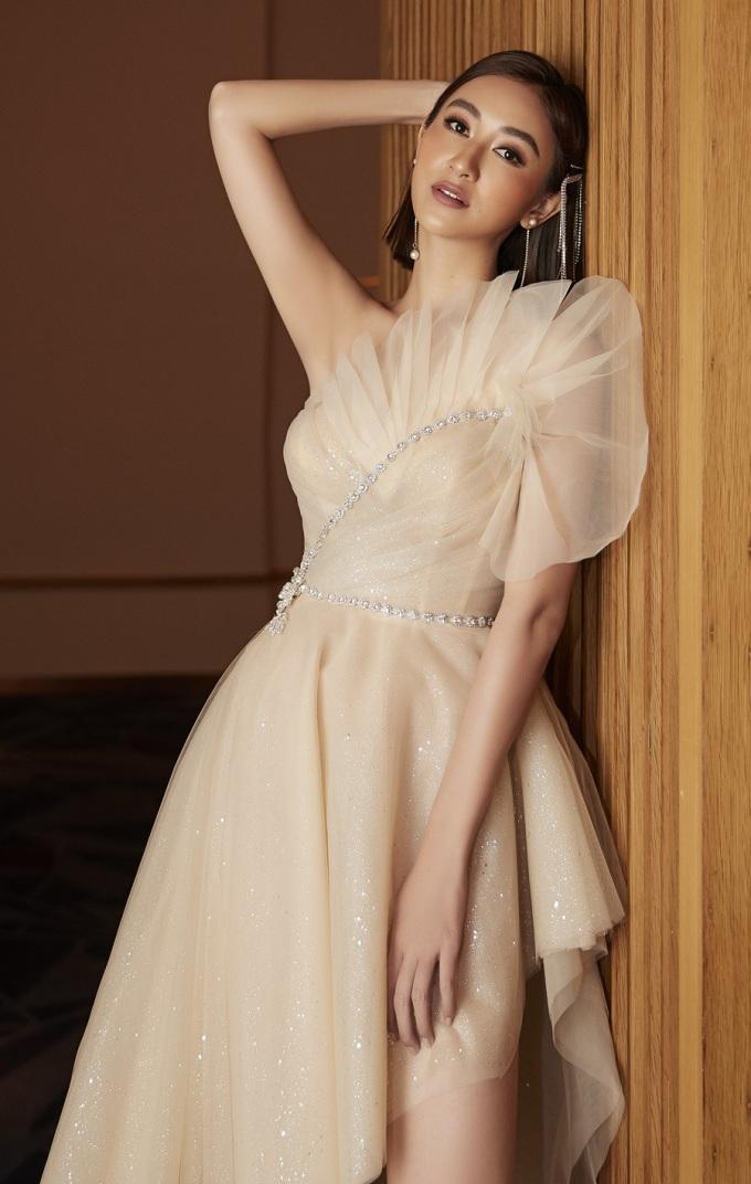 <p> Sau các cuộc thi nhan sắc như Hoa hậu Liên lục địa 2015, Hoa hậu Trái đất 2017, Hà Thu đang lấn sân ca hát kể từ sau danh hiệu quán quân Tình Bolero 2017 và tham gia Gương mặt thân quen 2018.</p>