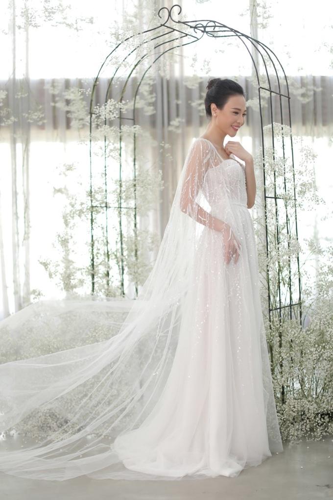 Hai chiếc váy cưới mang đến vẻ nữ tính cho Đàm Thu Trang