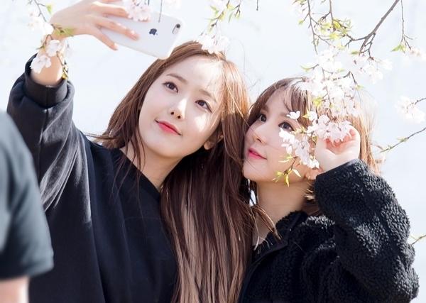 Hai thành viên GFriend là SinB và Eun Ha từng là trainee Big Hit, sau đó chuyển về Source Music để debut.