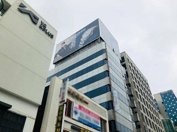 Tòa nhà 8 tầng của Dae Sung nằm gần trụ sở YG Kplus.