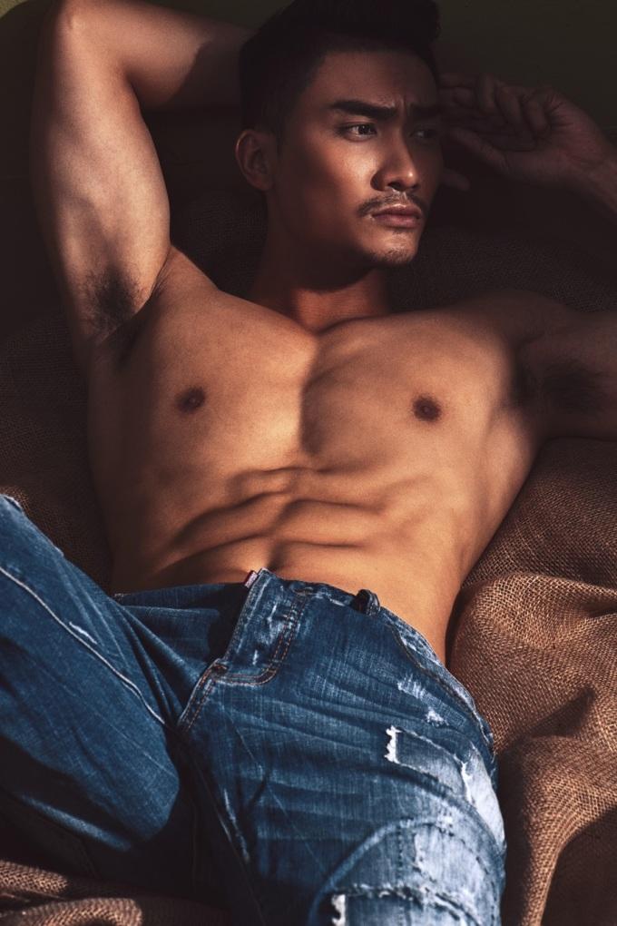 <p> Lương Gia Huy được nhận xét có vẻ ngoài điển trai, nam tính. Trong loạt ảnh mới, anh thể hiện những góc hình mạnh mẽ, có phần gai góc.</p>