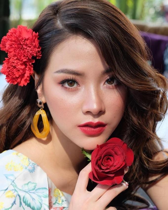 <p> Với nhiều tác phẩm điện ảnh và truyền hình gây sốt như <em>Friend Zone</em>, <em>Chiếc lá bay</em>, Baifern Pimchanok không còn xa lạ với khán giả châu Á cũng như Việt Nam. Ngoài khả năng diễn xuất, mỹ nhân Thái Lan còn để lại ấn tượng nhờ gương mặt xinh đẹp, có khả năng chinh phục mọi kiểu trang điểm.</p>