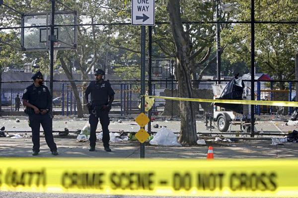 Hiện trường vụ xả súng tại  khu dân cư Brooklyn, New York.