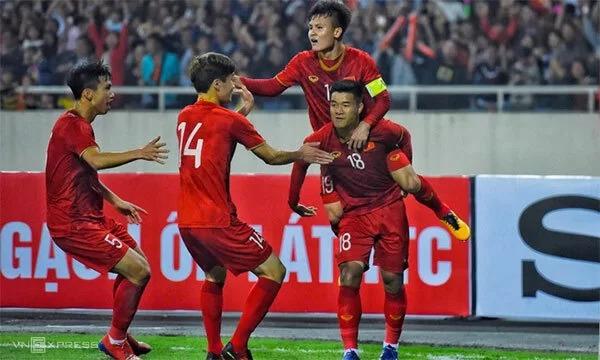 Các cầu thủ U23 Việt Nam ăn mừng trong trận cuối vòng bảng gặp Thái Lan tối 26/3.