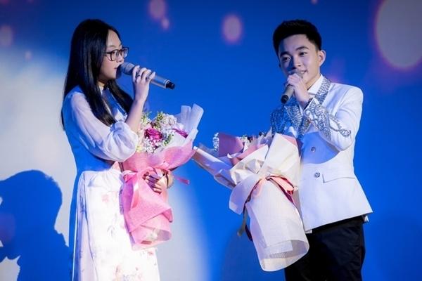 Tại đêm nhạc, Phương Mỹ Chi cùng Trung Quang song ca Đính ước.