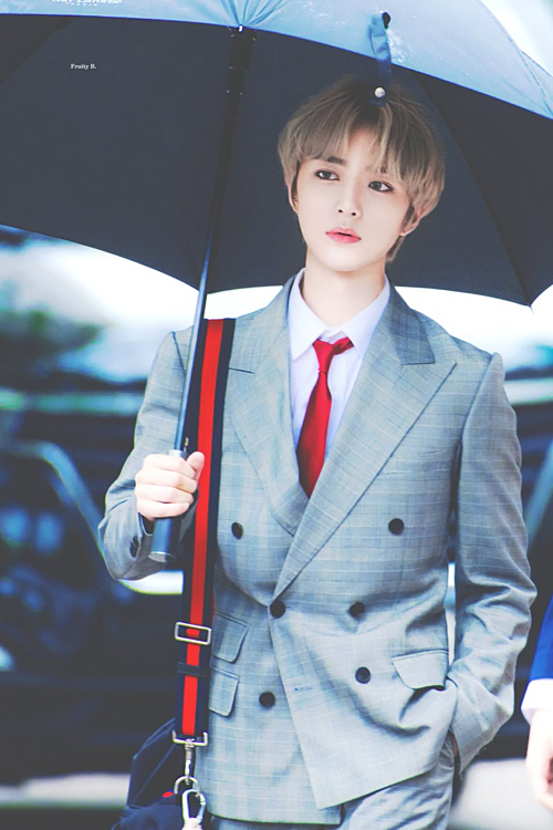 8 nam idol được fan bình chọn muốn đi chung ô nhất trong ngày mưa - 3