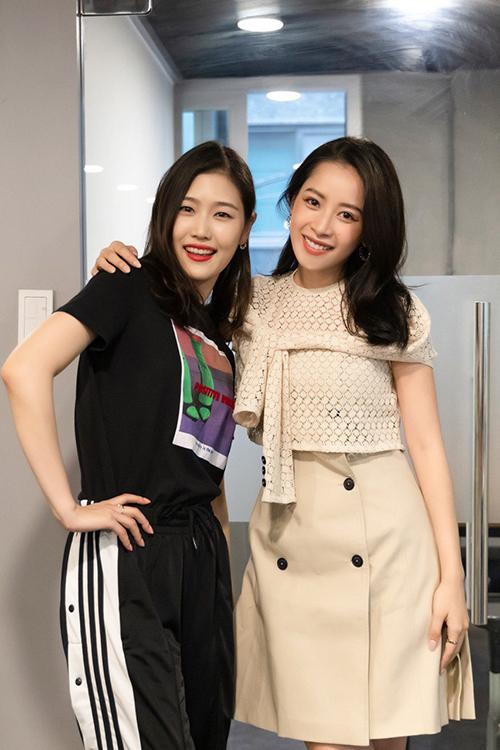 Chi Pu và biên đạo ở 1Million Dance Studio.