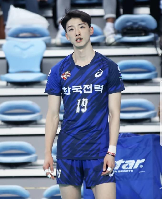<p> Park Tea Hwan đang chơi ở vị trí phụ công choSuwon KEPCO Vixtorm.</p>