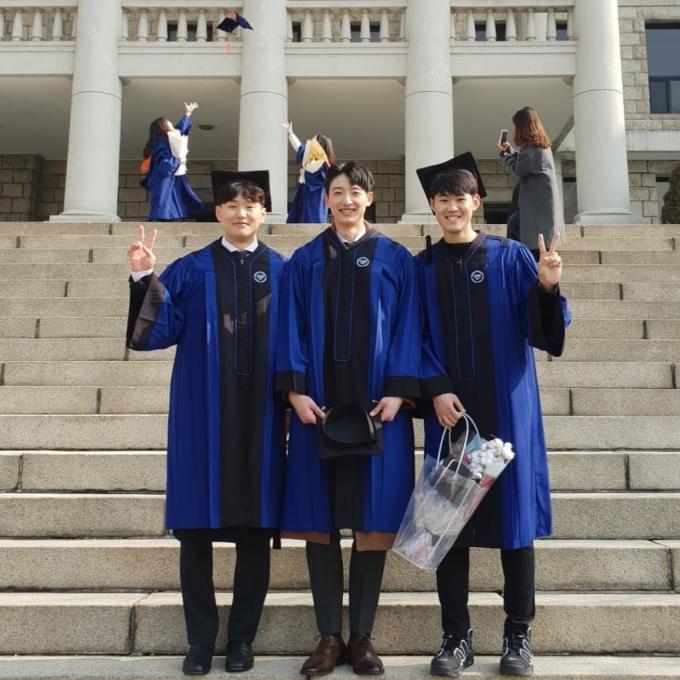 <p> Park Tae Hwan tốt nghiệp ĐH Hanyang. Quãng thời gian sinh viên, anh tham tham gia đội tuyển bóng chuyền của trường.</p>