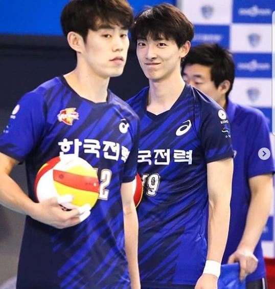 <p> Với vẻ ngoài thu hút, Park Tea Hwan luôn là tâm điểm của ống kính ở mỗi trận đấu.</p>