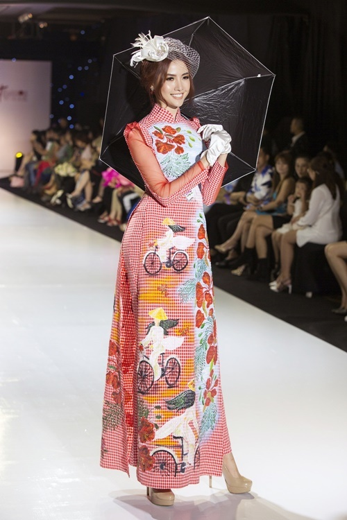 Thiết kế của Tommy Nguyễn tôn lên số đo 90-57-100 của Phan Thị Mơ.