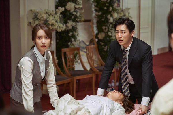 E.X.I.T là phim hài của Yoona và Jo Jung Suk.