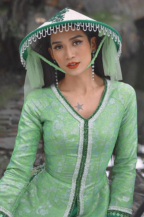 BB Trần trang điểm xuất sắc lấy cảm hứng từ tạo hình của Hoàng Thùy Linh trong MV Để Mị nói cho mà nghe.