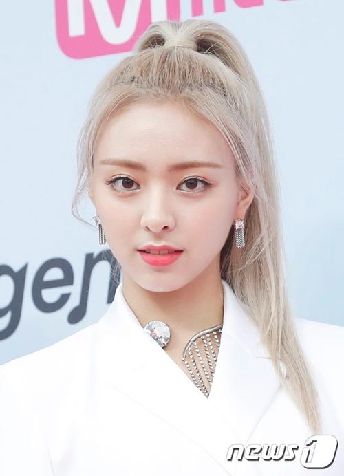 Em út Yuna được netizen Hàn ca ngợi là nữ thần thế hệ mới của Kbiz.