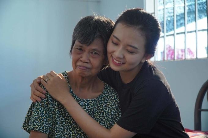<p> Gương mặt Mỹ Ngọc không quá sắc sảo mà hài hòa, vừa mắt số đông. Nữ sinh ĐH Hoa Sen chia sẻ, cô muốn đăng quang để có thể giúp đỡ những hoàn cảnh khó khăn trong xã hội nhiều hơn.</p>
