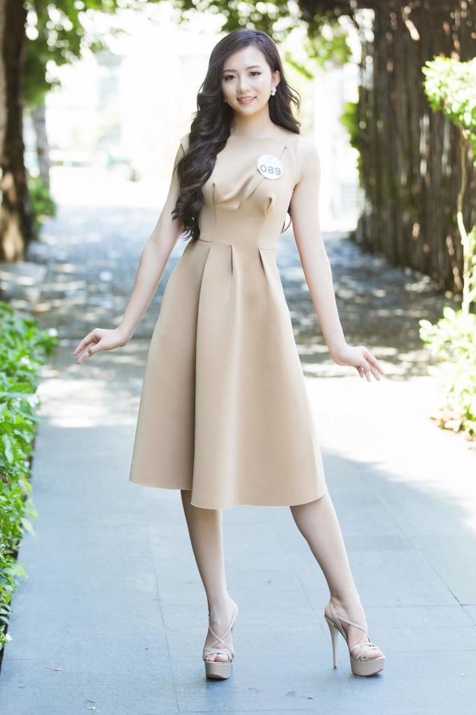 <p> Cô đến với Miss World Vietnam 2019 cũng là để tìm kiếm cơ hội, đại diện Việt Nam quảng bá hình ảnh với thế giới.<br /><br /> Miss World Vietnam 2019 do công ty Sen Vàng tổ chức dưới sự ủy quyền của công ty Sen Vàng Entertainment, là cuộc thi cấp quốc gia được Bộ Văn hoá, Thể thao và Du lịch cấp phép. Cuộc thi nhằm tìm ra gương mặt đại diện cho Việt Nam tại cuộc thi Miss World 2019.<br /><br /> Lần đầu tiên tổ chức, cuộc thi đã tạo được sự chú ý với nhiều hoạt động từ Bắc chí Nam và nhiều dự án cộng đồng ý nghĩa. Đêm chung kết cuộc thi sẽ diễn ra vào tối 3/8 tại Đà Nẵng.</p>