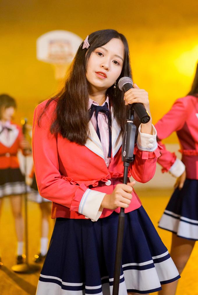 <p> Cô bạn được chọn làm center của nhóm trong MV debut.</p>