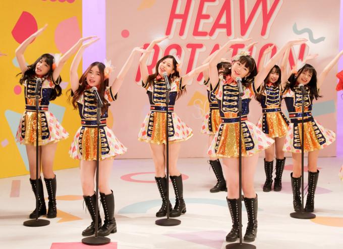 """<p> Không chạy theo """"trào lưu"""" làm MV ngôn tình hay mời ngôi sao nổi tiếng đóng cùng, SGO48 đi theo format chuẩn Nhật 100% của chị em nhà 48 (AKB48 - Nhật Bản).</p>"""