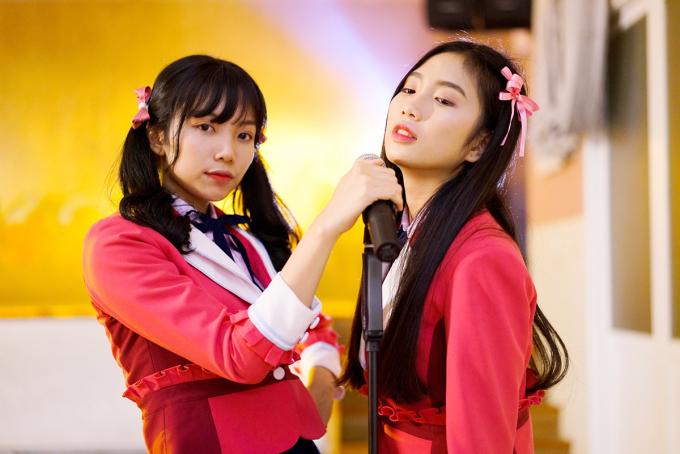 <p> Song song với MV, nhóm phát hành single đầu tiên theo dạng truyền thống. Chỉ trong thời gian ngắn, fan đã mua 500 bản ủng hộ.</p>