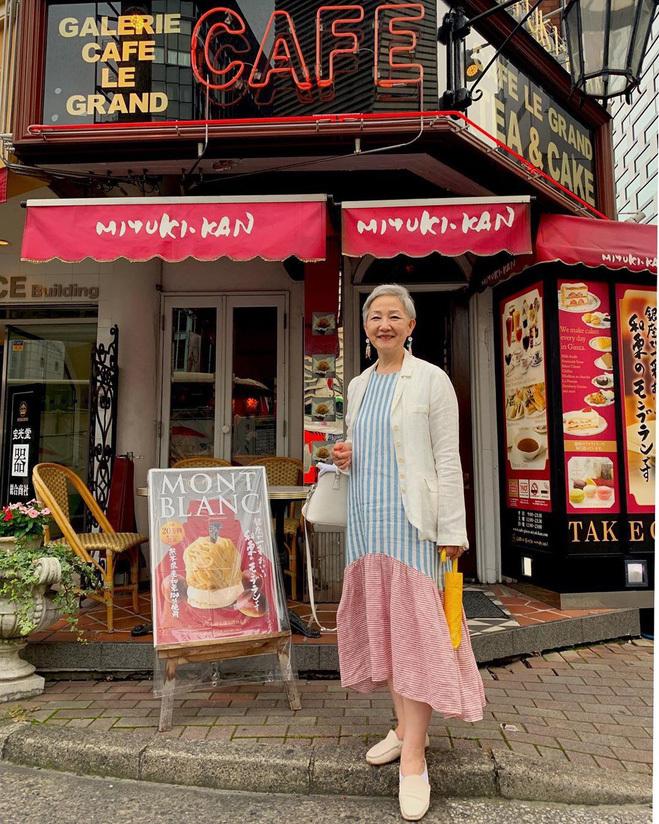 <p> Nhiều người ngưỡng mộ trước độ trẻ trung của cụ bà 70 này. Váy dài với chất liệu mỏng là món đồ được bà Hyun Joo yêu thích.</p>