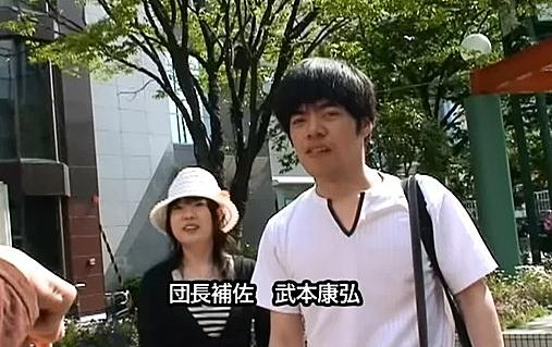 Đạo diễn Yasuhiro Takemoto (áo trắng).