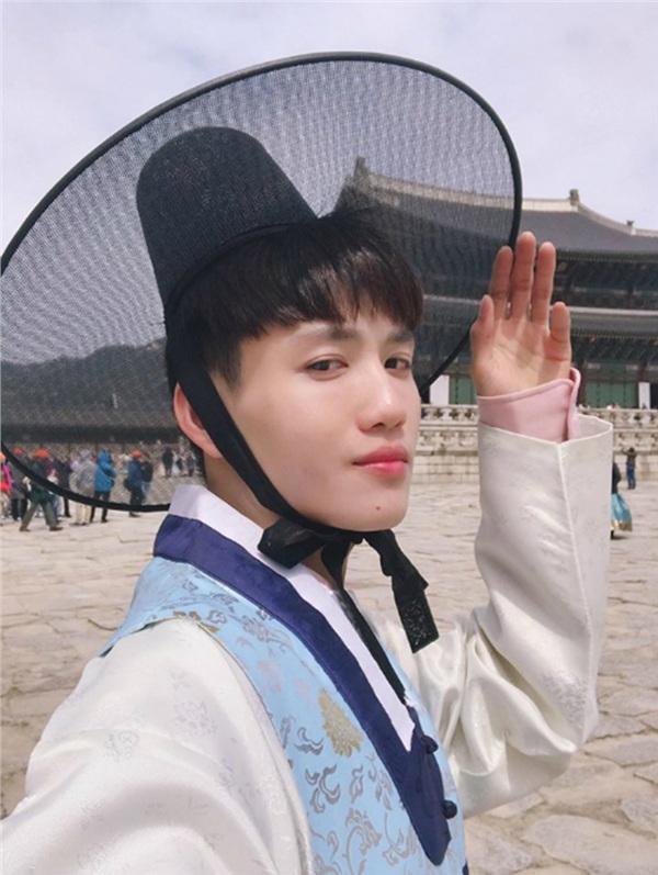<p> Muốn trở thành một người mẫu chuyên nghiệp, Hà Trung có hơn 10 năm để hiện thực hóa giấc mơ. Anhkể, Khiếu Thị Huyền Trang - Quán quân Vietnam's Next Top Model 2010 - chính là cảm hứng khơi dậy ước mơ làm người mẫu của anh.</p>