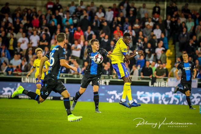 <p> Để thua đậm, CLB Sint-Truidense tạm rơi xuống đáy bảng xếp hạng khi toàn thua cả 2 trận. Trong khi đó Club Brugge lại giành trọn 6 điểm sau 2 chiến thắng.</p>