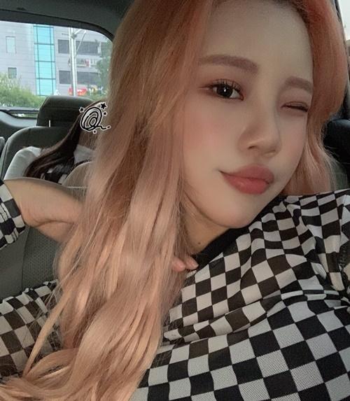 JooE (Momoland) gây chú ý với cặp môi dày, cong gợi cảm.