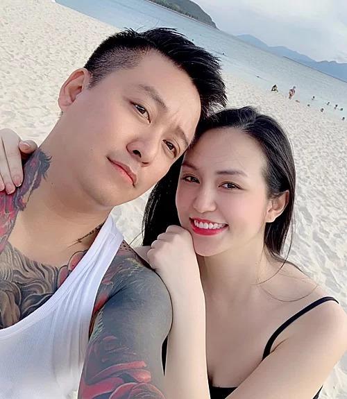 Tuấn Hưng và vợ.