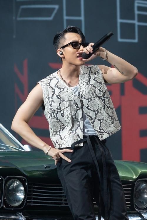 Hình ảnh Sơn Tùng trong đêm diễn ở Đà Nẵng.
