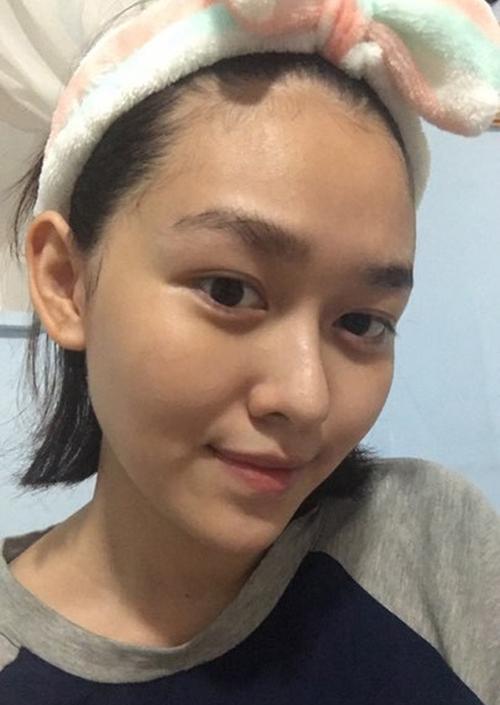 Tuy nhiên nữ sinh Hà thành lại ghi điểm vì có đường nét sắc sảo, hàng lông mày rậm tự nhiên, giúp gương mặt trông Tây hơn.