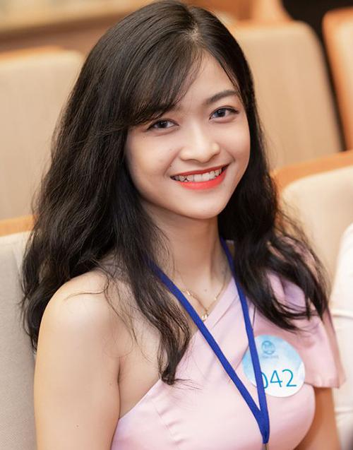 Trong suốt hành trình tham dự Miss World Vietnam 2019, Kiều Loan cũng chọn lối trang điểm tự nhiên, khoe bầu má ngây thơ.