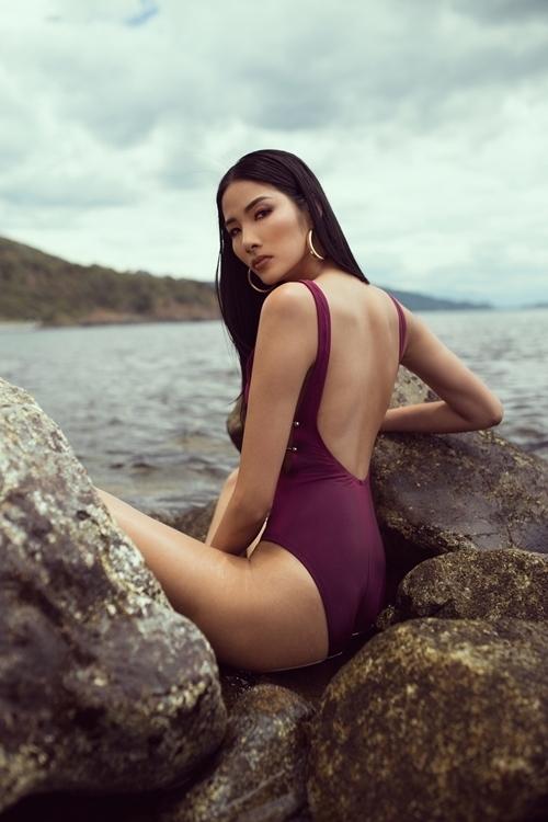 Sau khi được đề cử trở thành đại diện Việt Nam dự Miss Universe 2019, Hoàng Thùy thời gian qua tích cực chuẩn bị cho cuộc thi. Hoàng Thùy cho biết ngoài kỹ năng, ngoại ngữ thì hình thể là yếu tố mà cô chú trọng, dành nhiều công sức luyện tập. Trong bộ ảnh mới, Á hậu Hoàn vũ Việt Nam khoe vóc dáng được cải thiện hơn nhiều so với trước đây khi diện trang phục bikini.