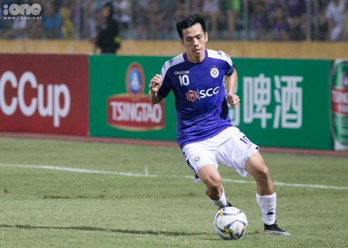 <p> Trong trận đấu, Văn Quyết và Quang Hải phối hợp ăn ý, tạo nhiều đột biến cho Hà Nội FC.</p> <p> </p>