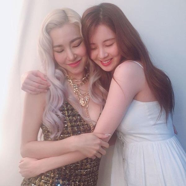 Seo Hyun thể hiện tình yêu với Tiffany khi đến cổ vũ concert tại Seoul của người chị thân thiết.