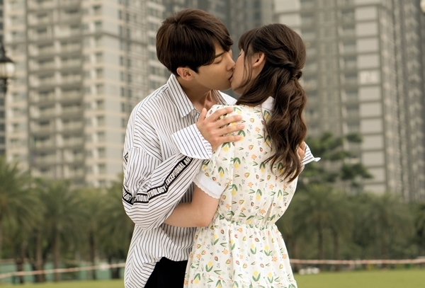 Hari Won có cảnh hôn nặng đô nhất sự nghiệp đóng phim.