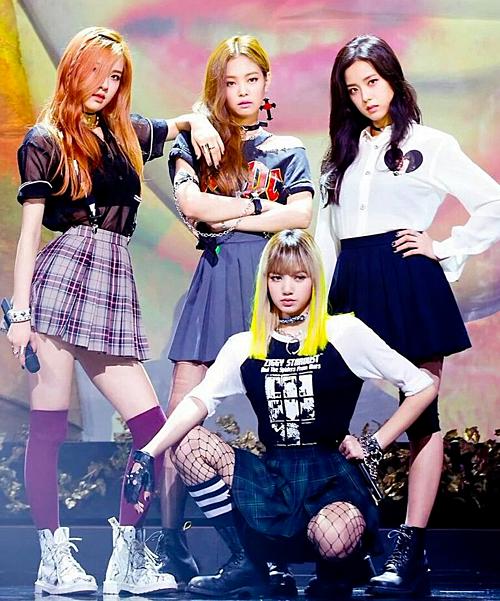 Ngày 14/8/2016, Black Pink có sân khấu debut tại Inkigayo (SBS).